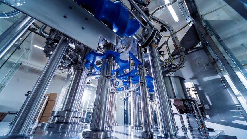 Automatic filling machine pours water into plastic PET bottles