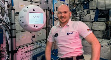 Alexander Gerst with CIMON 1 in the ISS Columbus lab